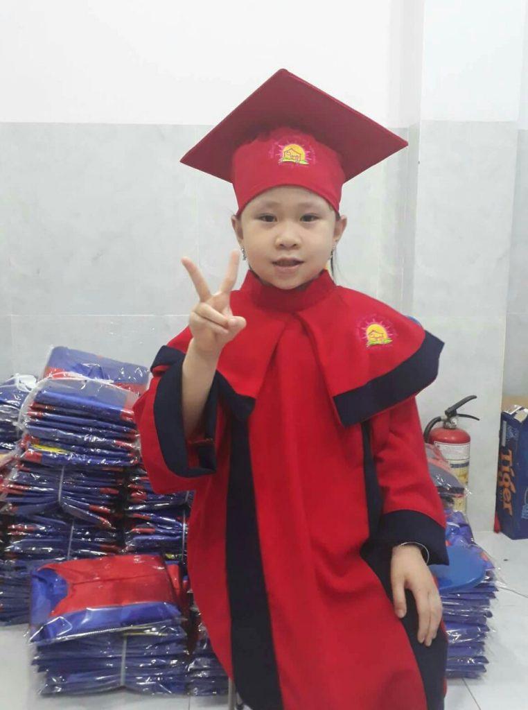 Áo lễ phục tốt nghiệp Mầm Non